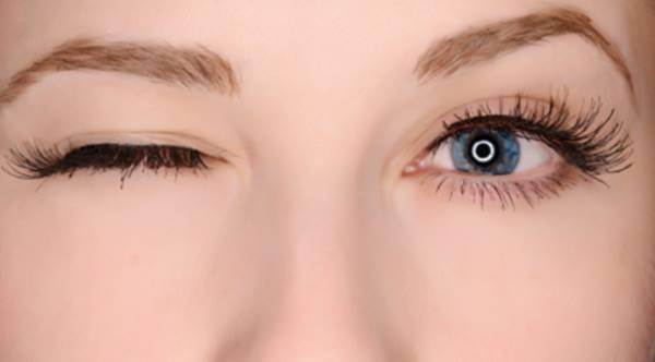 nháy mắt phải đánh con gì?