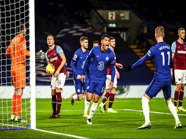 Thiago Silva ghi bàn mở tỷ số cho Chelsea trong trận gặp West Ham.