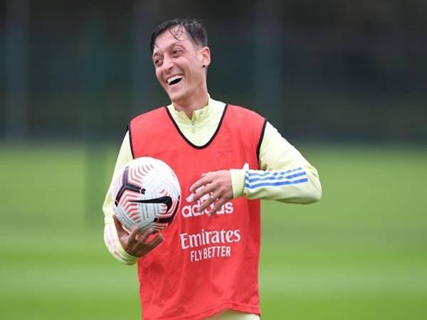 Ozil vẫn chưa chơi Arsenal bất kỳ trận đấu nào kể từ đầu mùa.