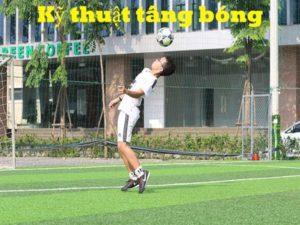 Cách tâng bóng cơ bản và dễ thực hiện nhất của cầu thủ chuyên nghiệp