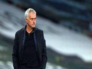 Bóng đá Quốc tế 5/2: Mourinho đổ lỗi cho trọng tài trận thua Chelsea